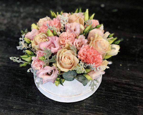 Cutie cu flori pastelate