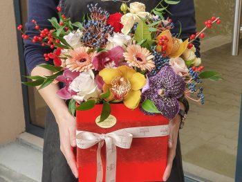 Cutie cu flori mixte