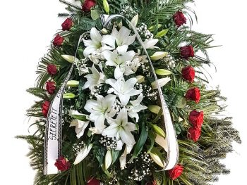 Coroană din crini și trandafiri