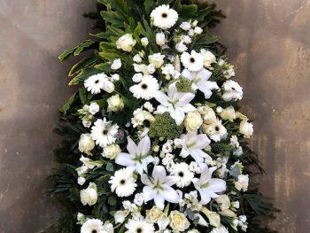 Coroană din flori albe asortate