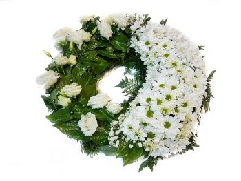 Coroniță modernă din flori albe