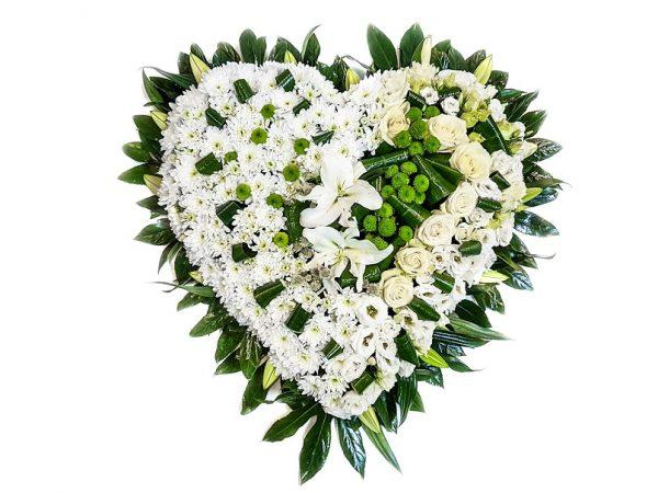 Inimă din flori albe