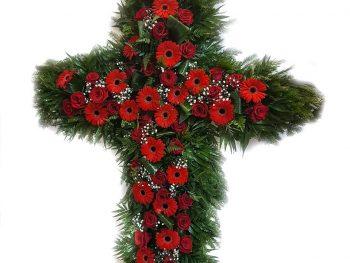 Cruce din flori roșii