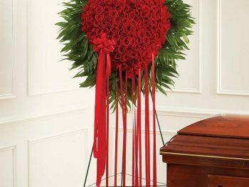 Aranjament funerar inimă din trandafiri