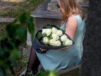 Buchet funerar din trandafiri