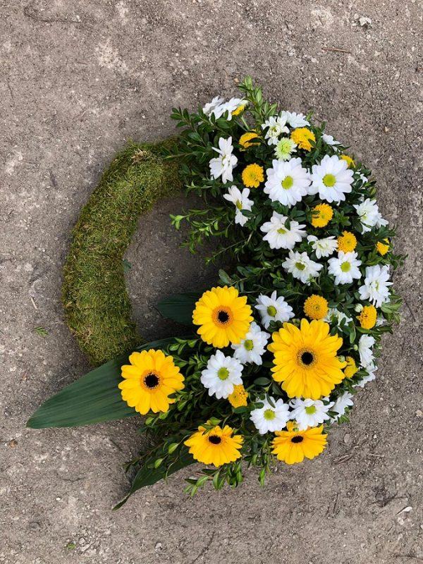 Jerbă funerară rotundă din gerbere și crizanteme