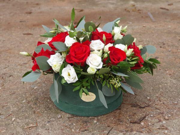 Cutie deluxe cu trandafiri și eustoma