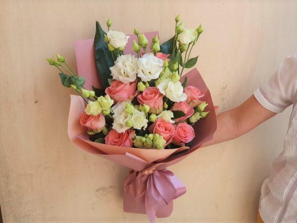 Buchet cu trandafiri și eustoma