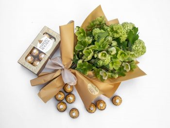 Buchet verde și bomboane de ciocolată delicioasă