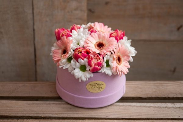 Cutie cu flori asortate