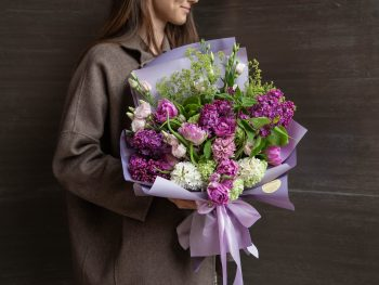 Buchet cu liliac și flori de primăvară