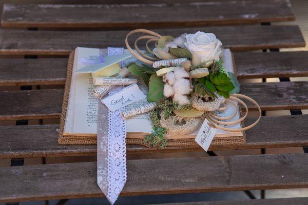 Carte decorativă cu 1 trandafir criogenat și plante artificiale, uscate
