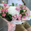 Buchet alb-roz cu flori delicate