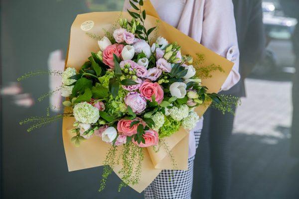 Buchet pastel cu flori asortate de primăvară