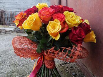 Buchet din trandafiri în nuanțe de portocaliu