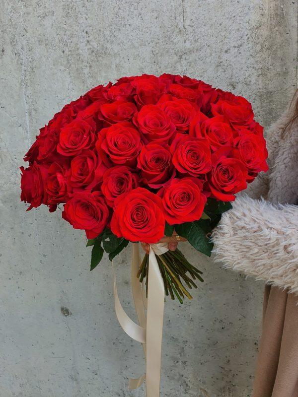 Buchet minimalist din trandafiri roșii