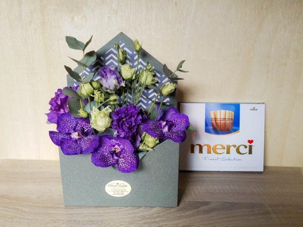 Plic cu flori și ciocolată