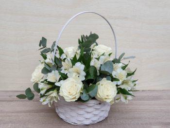 Coș cu trandafiri și alstromeria