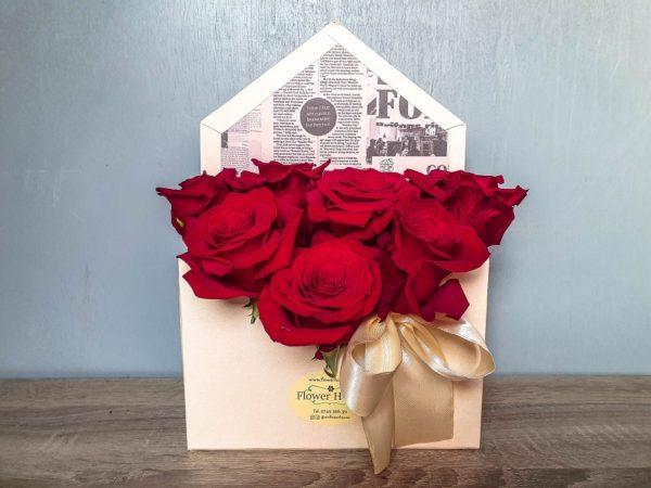 Cutie plic cu trandafiri roșii